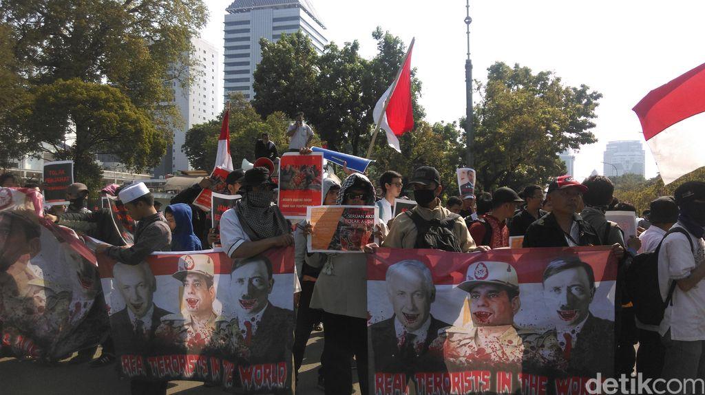 Seratusan Orang Demonstrasi Protes Kedatangan Presiden Mesir