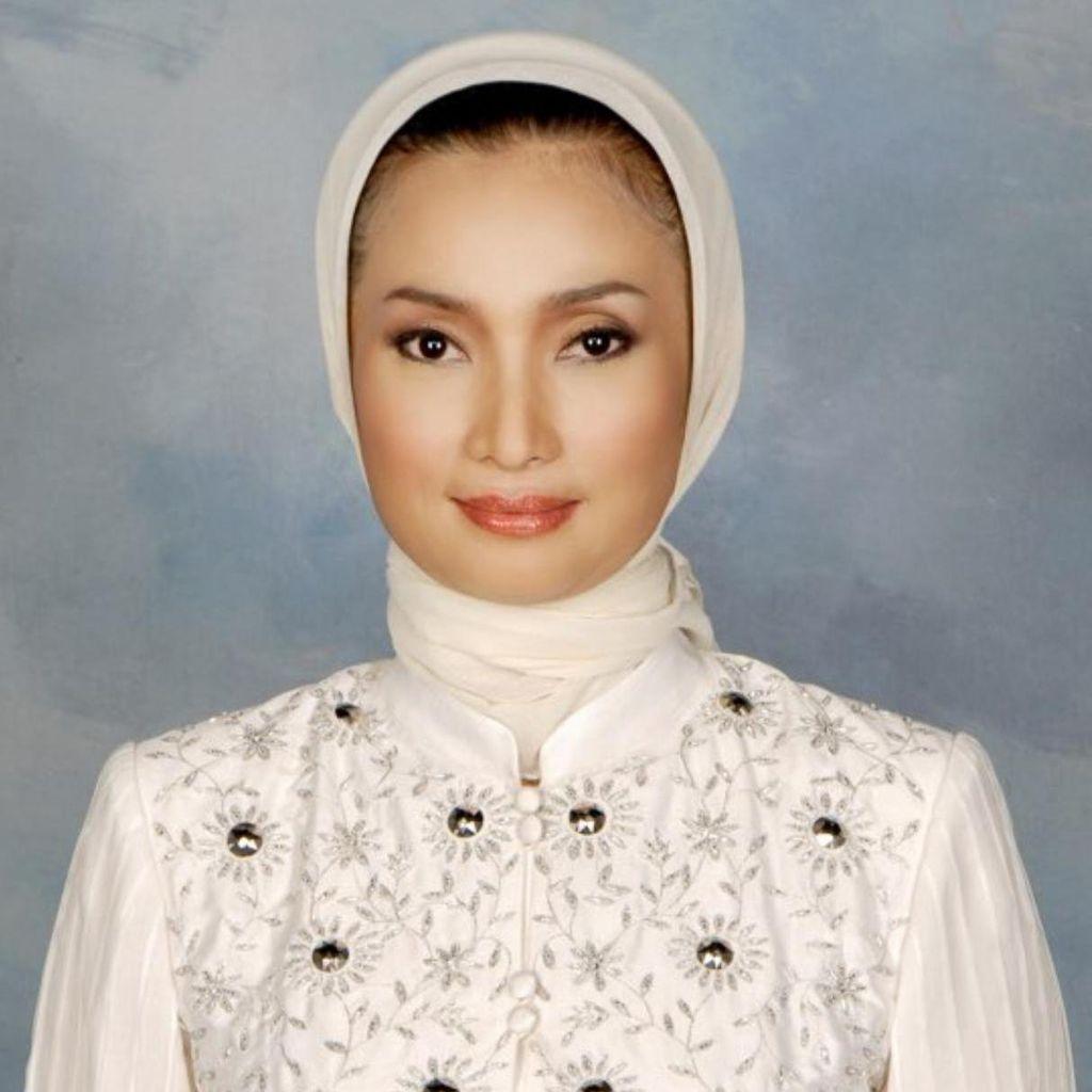 Gantikan Abror, Lucy Siap Bertanding Lawan Risma di Pilkada Surabaya