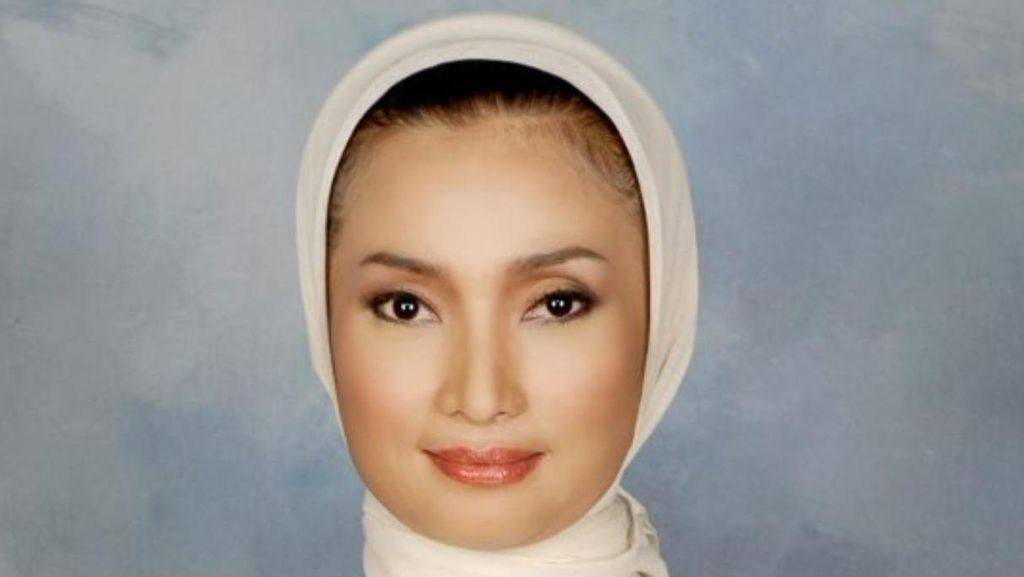 Pilwalkot Surabaya, Lucy Minta Risma Mengalah