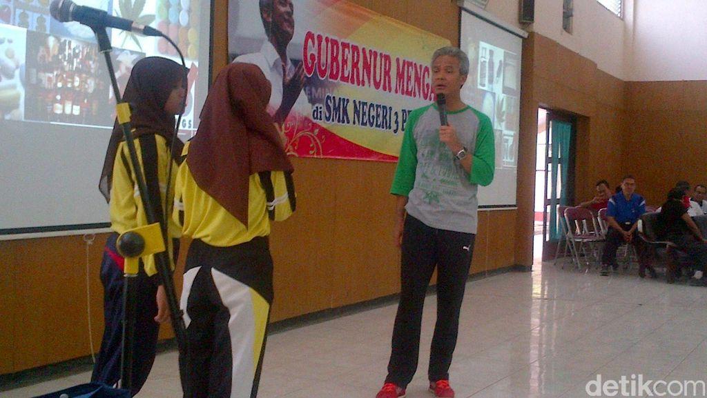 Gaya Gubernur Ganjar Mengajar di Sekolah, Bersepeda dan Provokasi Siswa