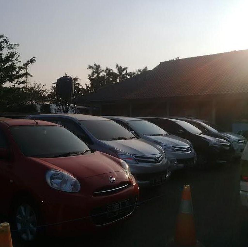 11 Mobil Taksi Online Dikandangkan, Dishub DKI Paparkan Pelanggarannya