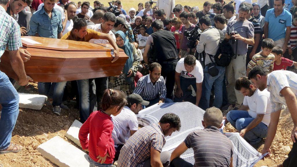Balita Imigran yang Terdampar di Pantai Dimakamkan di Suriah