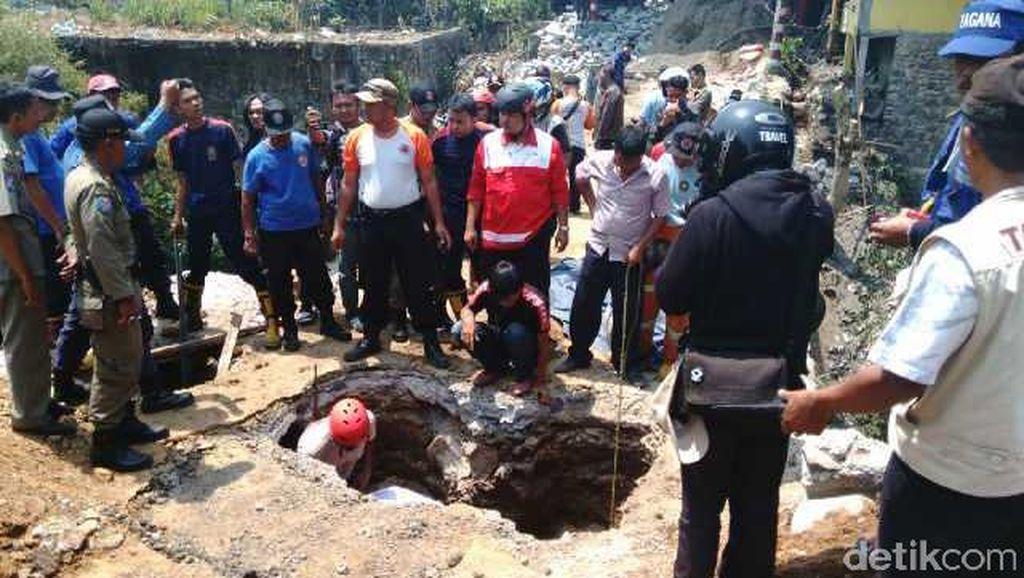 Pekerja di Bogor Tertimbun Lubang sedalam 5 Meter saat Bangun Jembatan