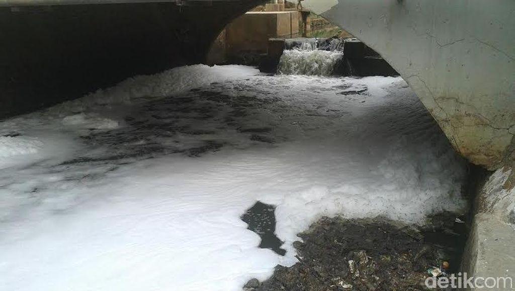 Buih Putih di Sungai di Bintaro Ternyata Ada Sejak Lama, Banyak Warga Cuek