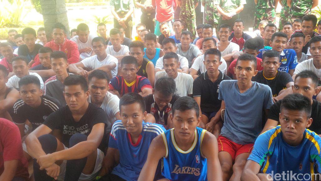 Para Tentara Pesepakbola Boleh Bela Klub dan Timnas, Lalu Kembali ke Barak