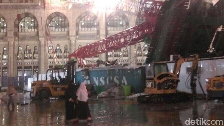 Video Detik Detik Jatuhnya Crane Di Mekkah Terbaru