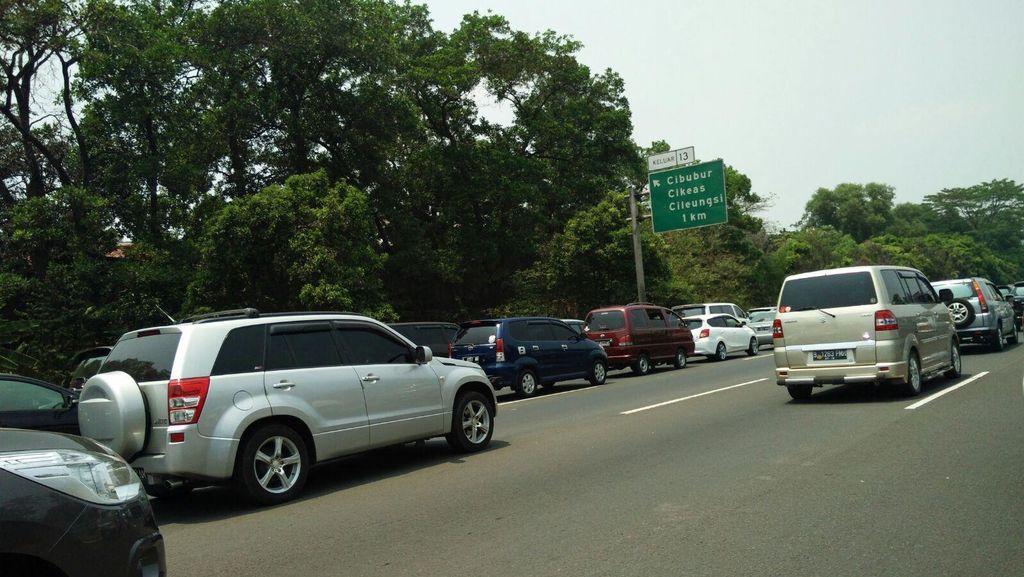 Lalin Tol Jagorawi arah Bogor Masih Padat Hingga 4 Km