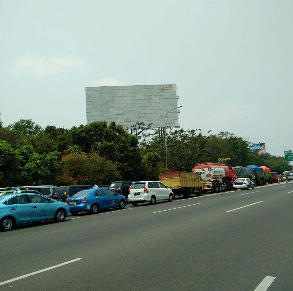 Ada Pohon Tumbang di Tol Sentul Arah Bogor, Lalin Macet 1 Km