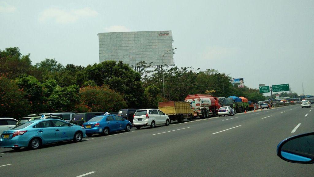 Kecelakaan di KM 15, Antrean Mengular 9 Km di GT Tol Cimanggis