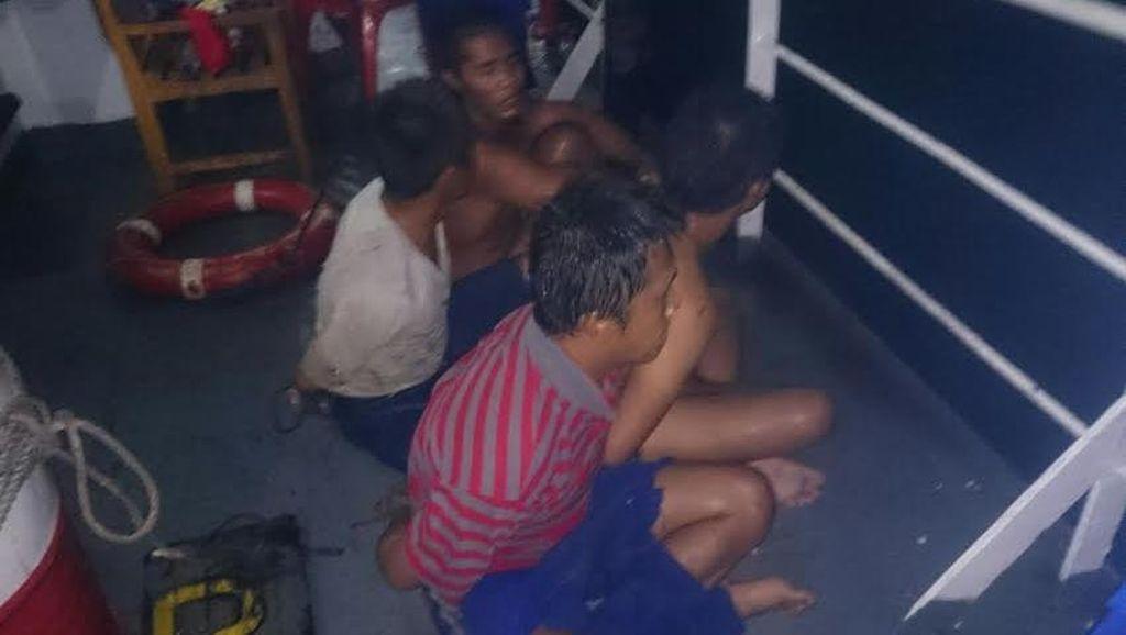 Dramatis! Kejar Mengejar Kapal Patroli Polri dan Kapal Pencuri Ikan Malaysia