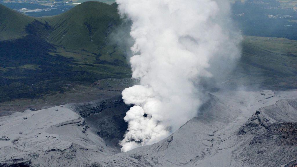 Gunung Berapi Aso Meletus, Jepang Ingatkan Turis Waspada