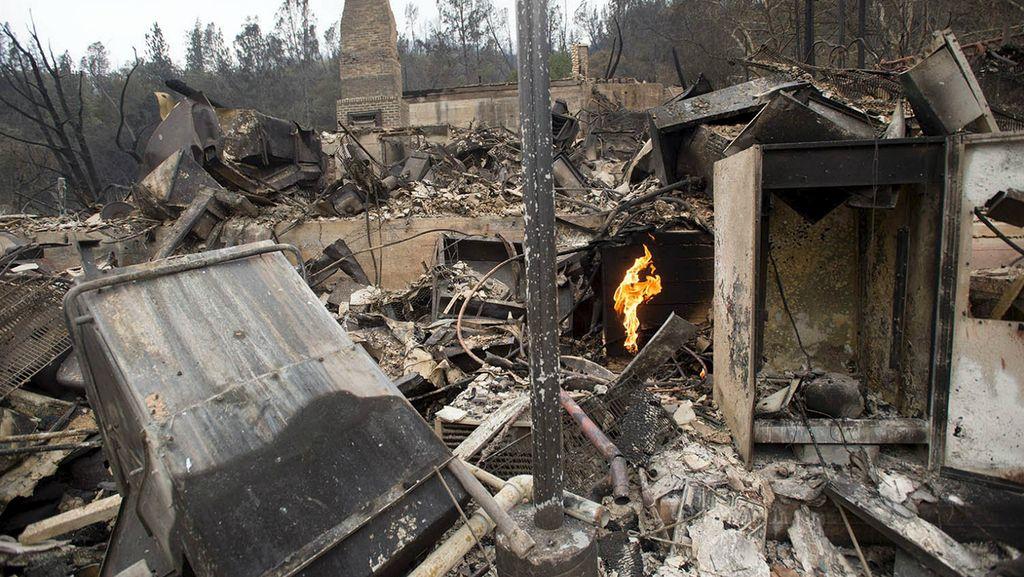 Kebakaran Hutan di California Hanguskan 585 Rumah, 1 Orang Tewas