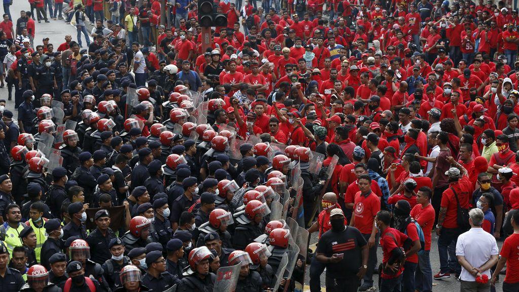 Mahathir Sebut Demo Kaus Merah Tak Jelas Tujuannya
