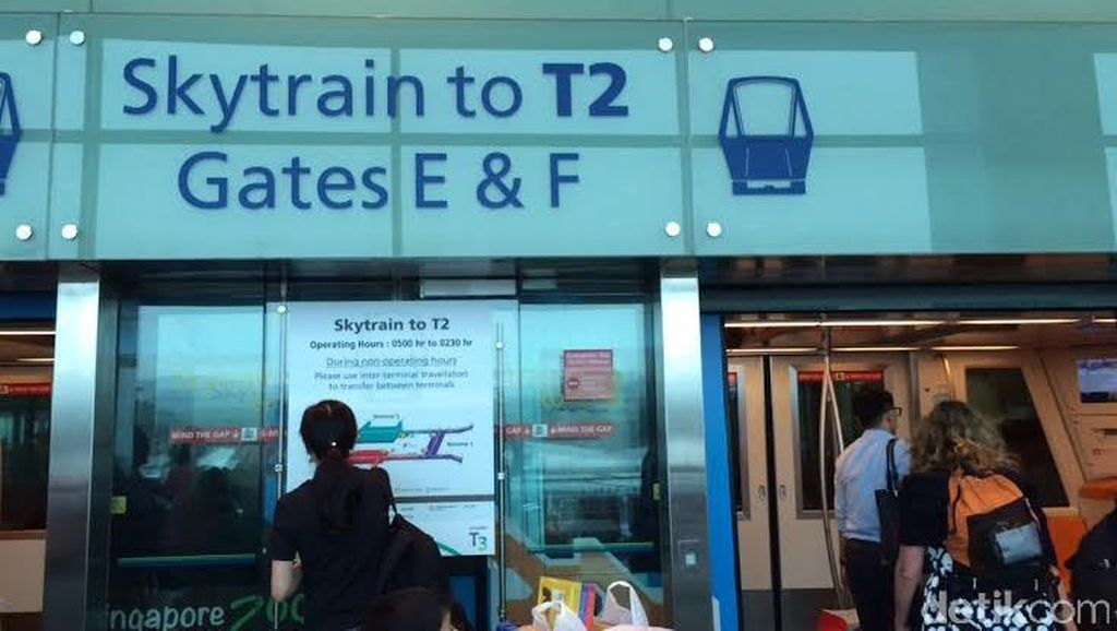Kerennya Kereta Skytrain Antar Terminal di Bandara Changi Singapura
