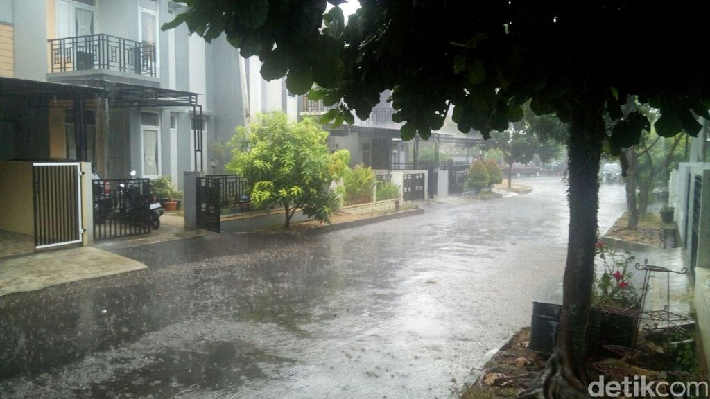 BMKG: Kemarau Masih Panjang, Hujan Semalam Hanya Lewat