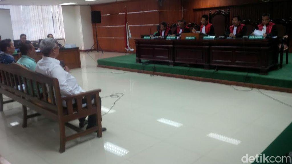 Protes Soal Blokir Rekening, Akil Mochtar Tolak Bersaksi di Pengadilan Tipikor