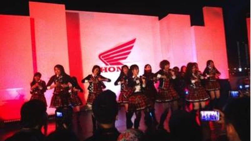 Honda Hadiahi 200 Penggemar Setia dengan Penampilan JKT48