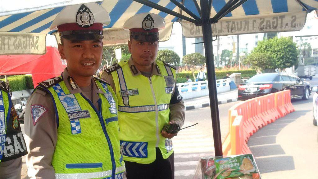 Salut! Brigadir Iskandar Nemplok di Kap Taksi yang Kabur Saat Disetop