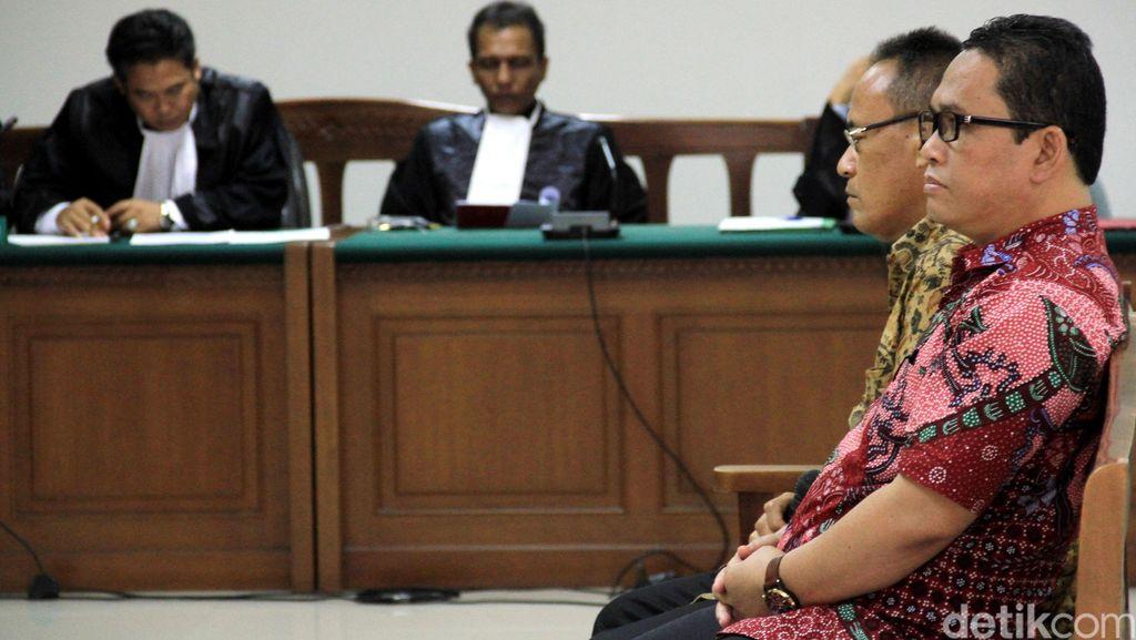 Amir Hamzah dan Kasmin Didakwa Suap Akil Mochtar Rp 1 Miliar