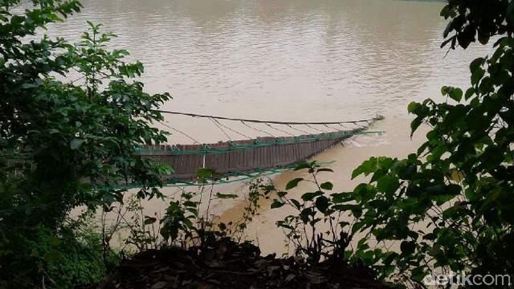 Jembatan Gantung di Sarolangan Jambi Putus, 1 Siswa SD Hilang dan 3 Kritis