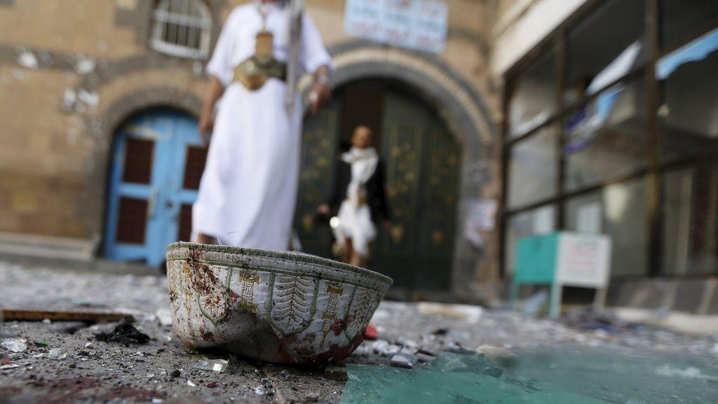 Bom Bunuh Diri di Masjid Pakistan, 11 Orang Tewas
