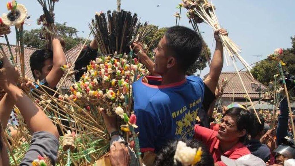 Baru Didoakan, Gunungan Gerebek Besar di Yogyakarta Sudah Diserbu Warga