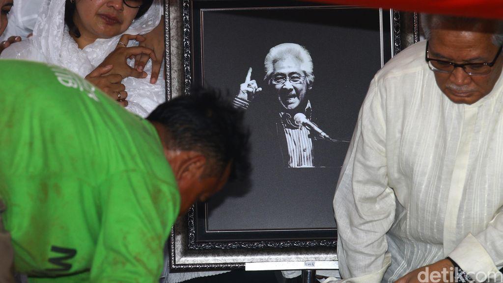 Kenang Jasa Bang Buyung, LBH dan YLBHI Gelar Doa Bersama