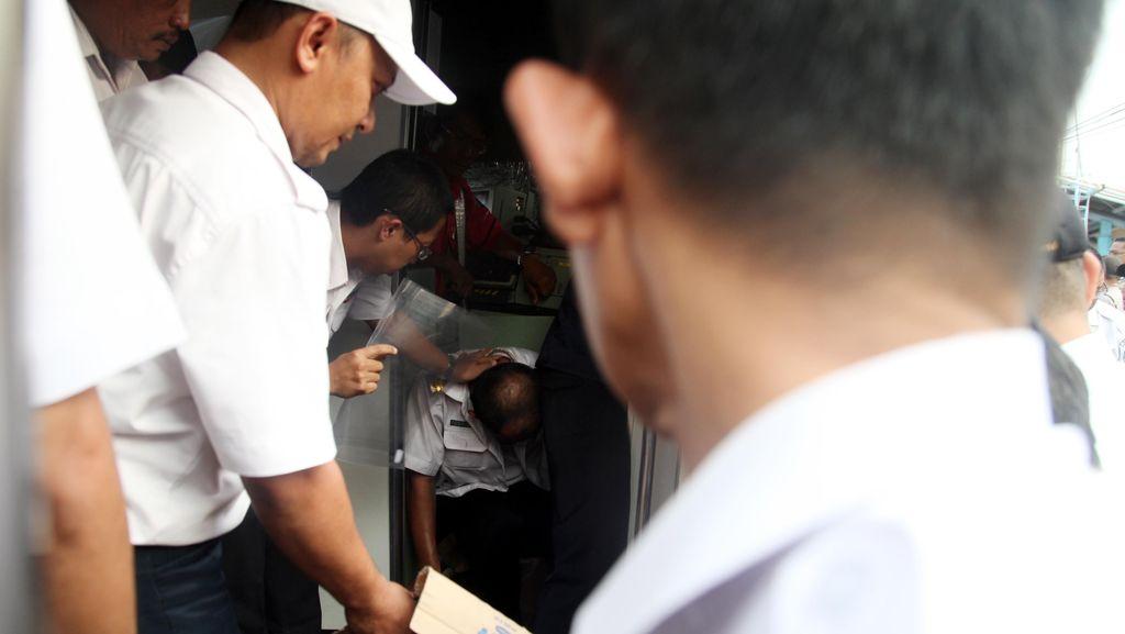 Setelah Tabrakan, Asisten Masinis Selamatkan Diri Lewat Pintu Penumpang