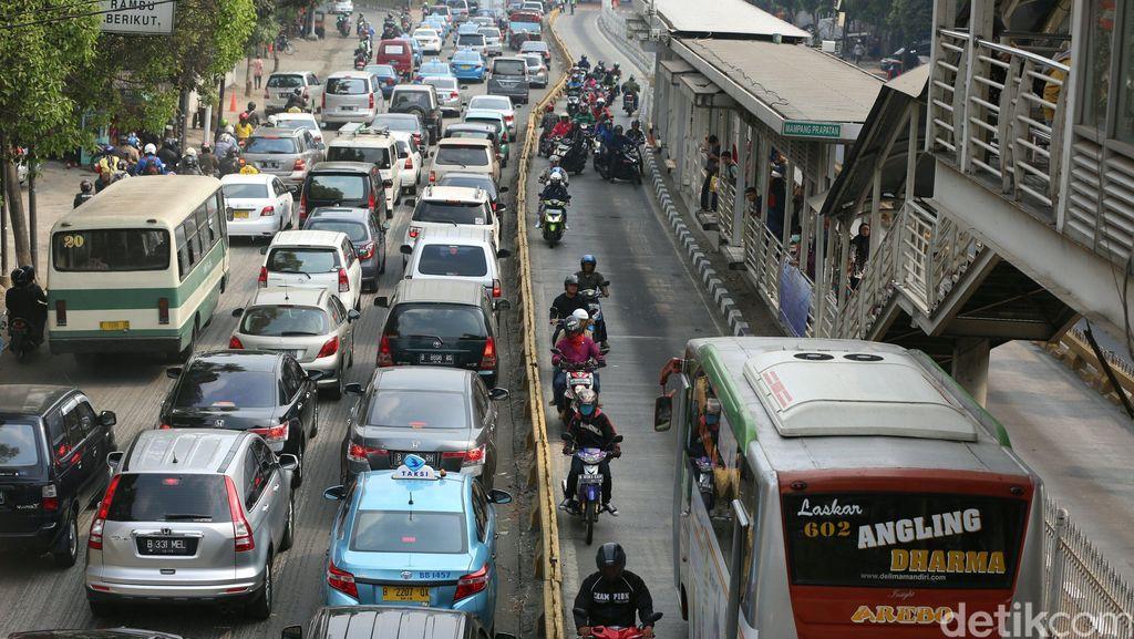 Ahok Berharap Polisi Tak Berlakukan Diskresi Bagi Pengendara di Jalur TransJ