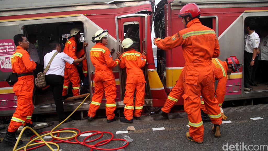 Penyebab KRL Tubrukan di Stasiun Juanda: Masinis Lalai Hingga Terganggu Pohon