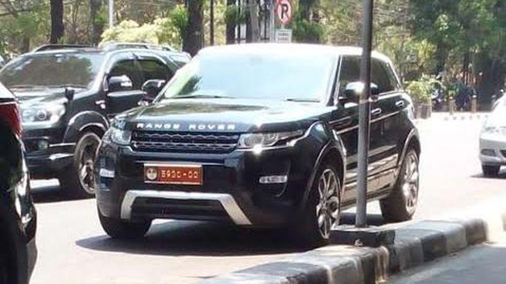 KSAD Perintahkan Razia Mobil Pemakai Atribut TNI, Bagaimana dengan yang ini?