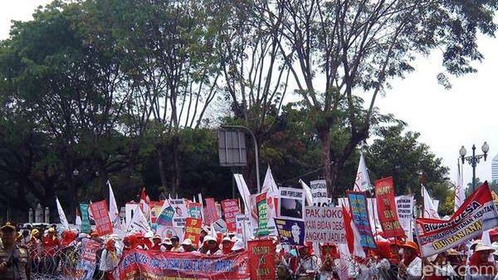 Ribuan Forum Bidan Long March dari Patung Kuda Menuju Istana Negara