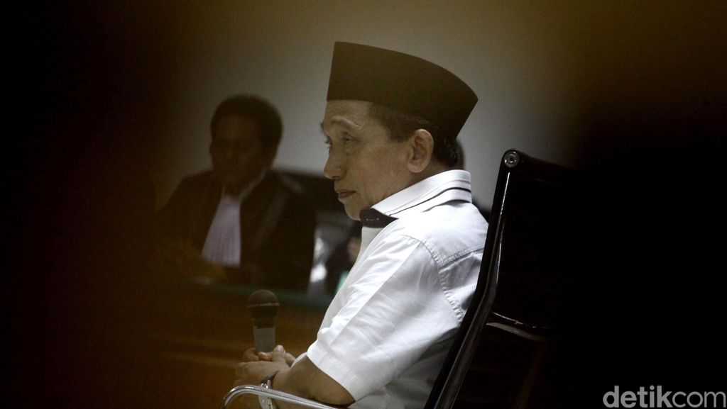 Baca Pledoi, Fuad Amin Minta Hakim Menghukum Ringan dan Kembalikan Harta