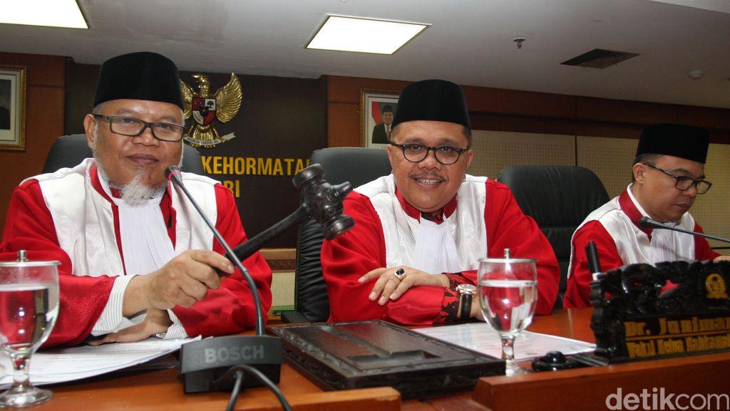 MKD DPR Ditantang Gelar Rapat Kasus Novanto Secara Terbuka