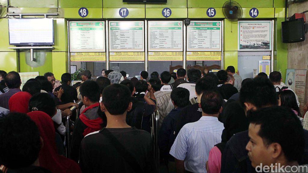 Jelang Imlek, Tiket Kereta Api Tujuan Jawa Tengah dan Jawa Timur Laris