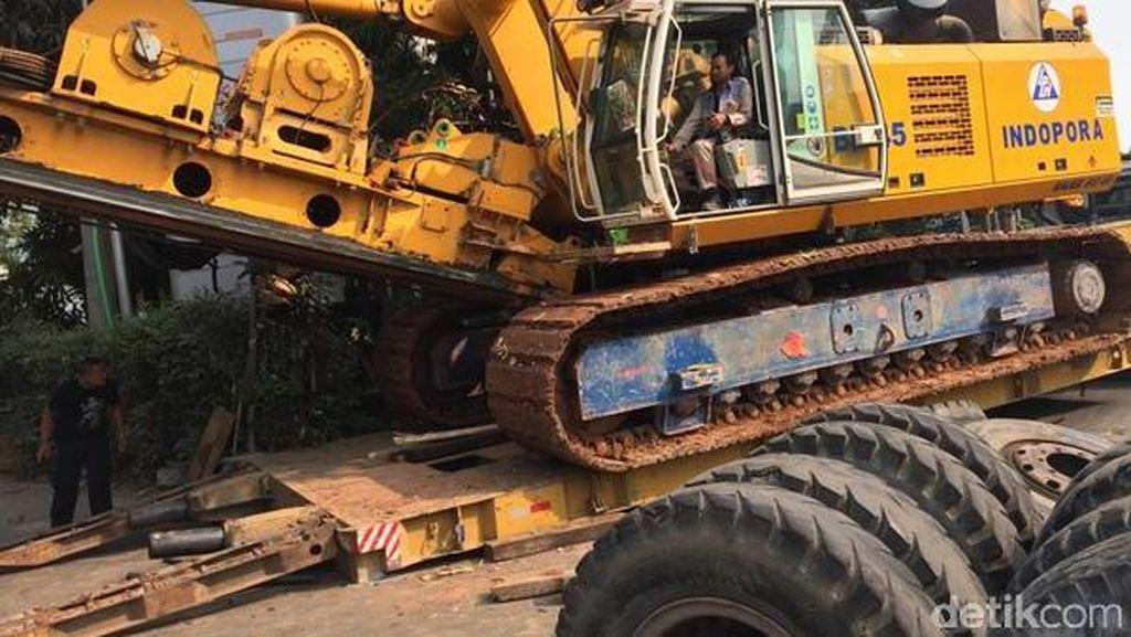 Trailer Patah As Bikin Macet Sudirman, Polisi Arahkan Mobil ke Jalur Cepat