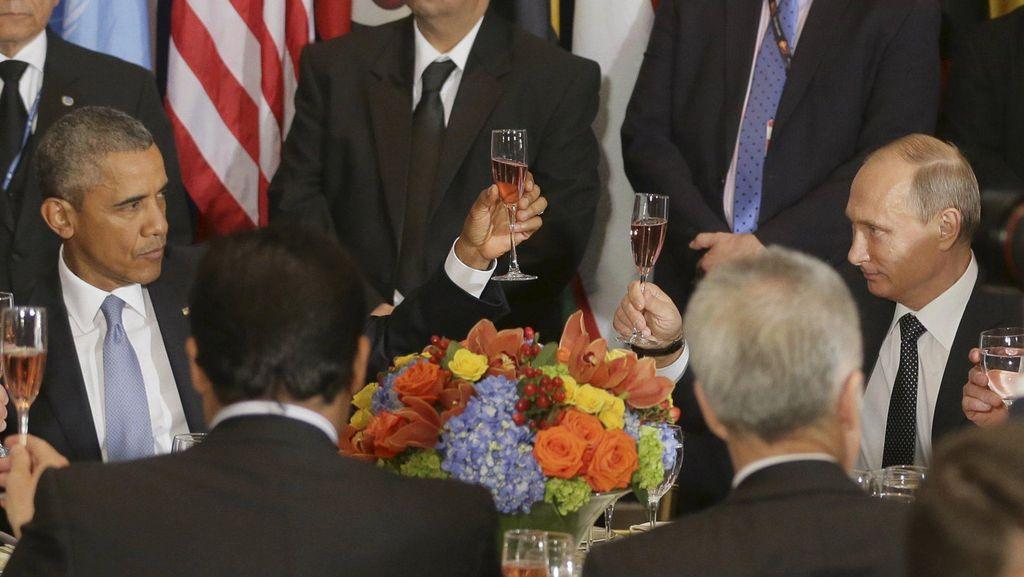Saat Obama dan Putin Saling Bersulang, Tapi Masih Tegang