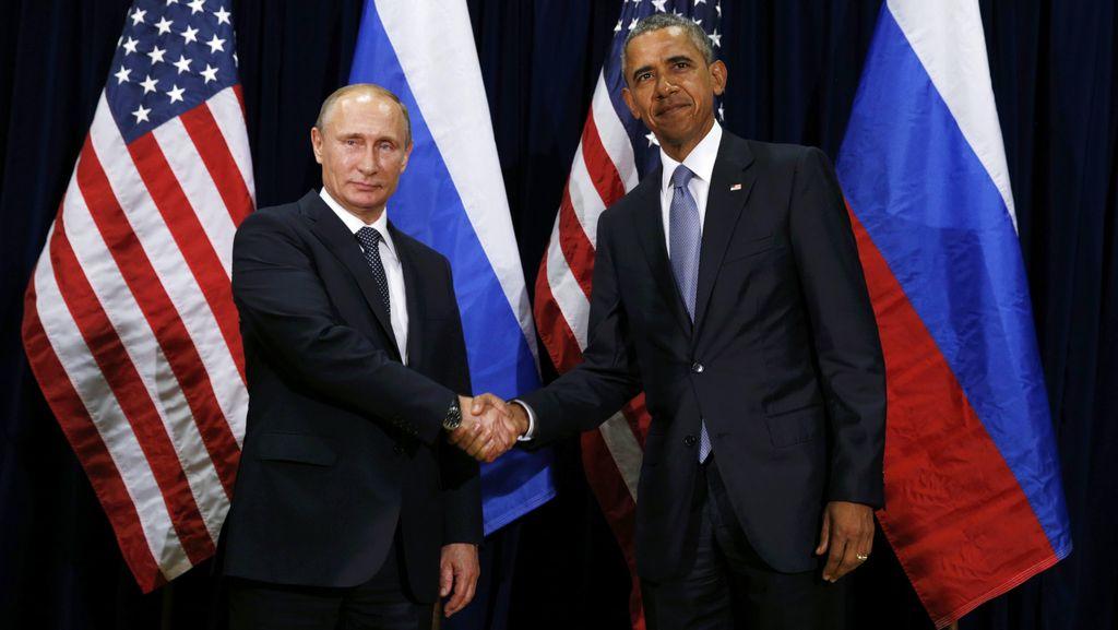 Momen Kikuk 13,5 Detik Antara Obama dan Putin Saat Bersalaman