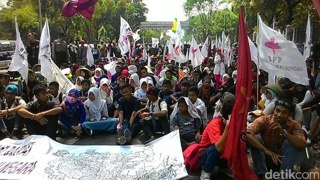 Anak-anak Petani Juga Ikut Demo di Depan Istana