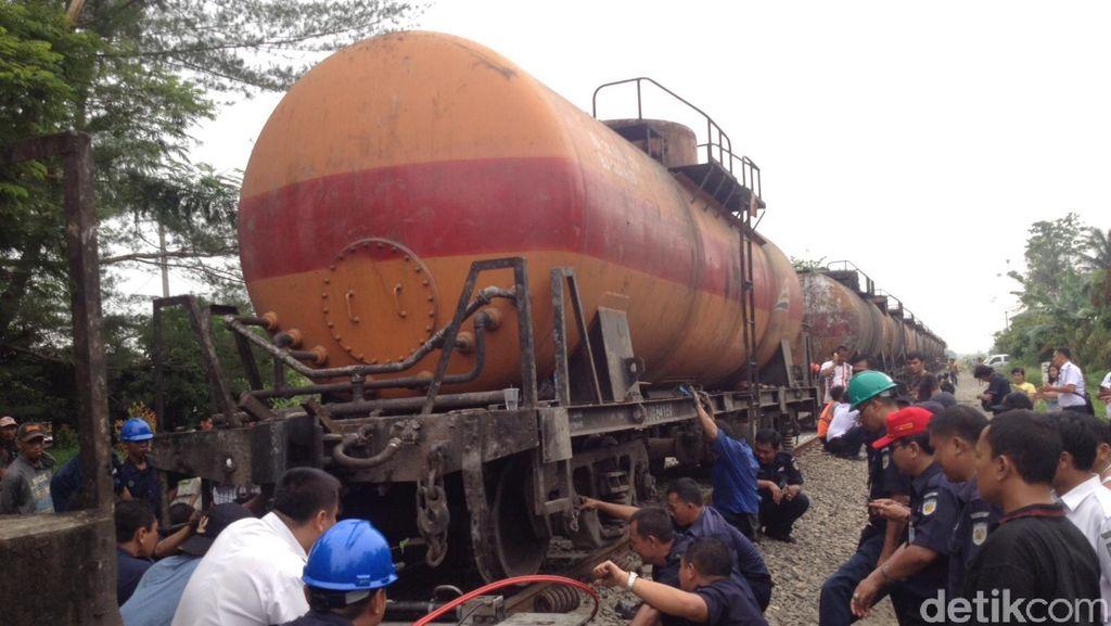 KA Anjlok di Deliserdang, 8 dari 20 Gerbong Sudah Dievakuasi