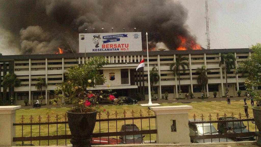 Tim Labfor Kebut Usut Penyebab Kebakaran Mapolda Jateng