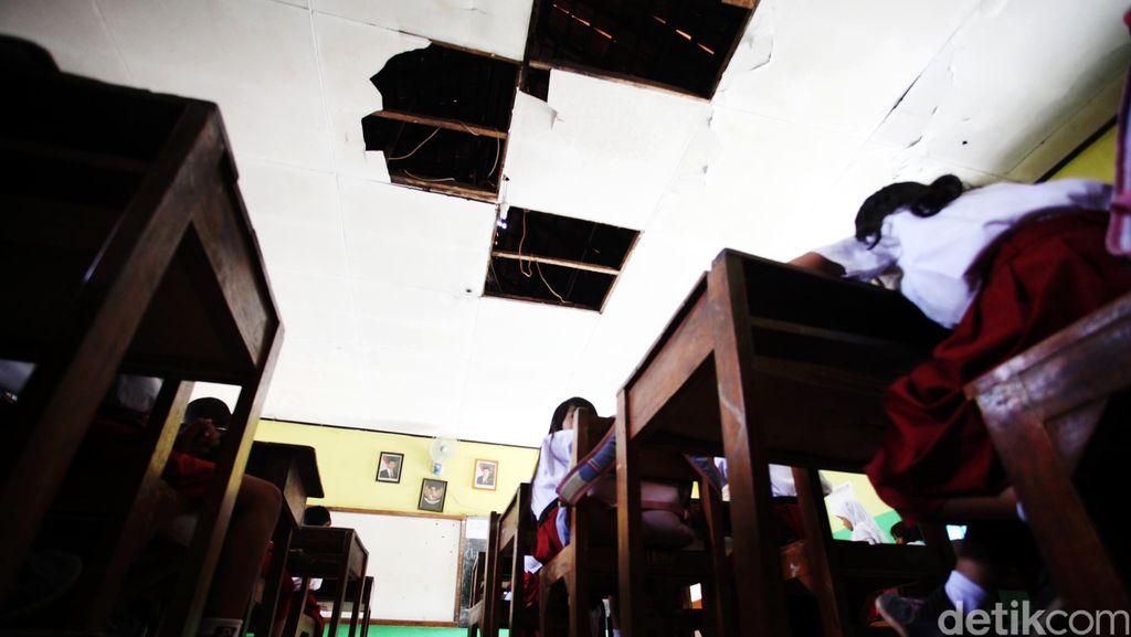 ICW: Dana BOS Diselewengkan, di Laci Kepala Sekolah Banyak Stempel