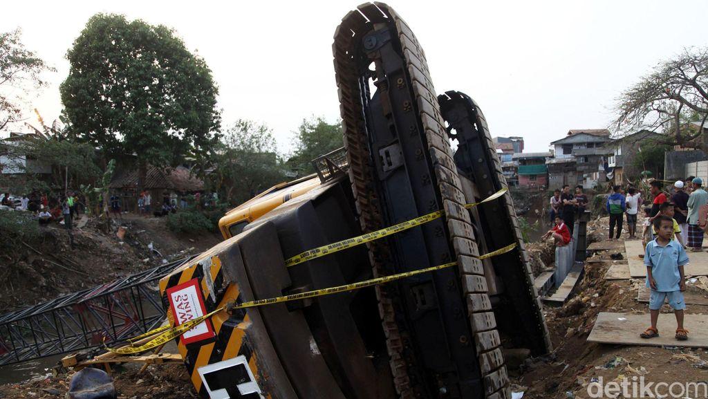 Polisi: Operator Crane Jatuh Lalai Hingga Sebabkan Adanya Korban