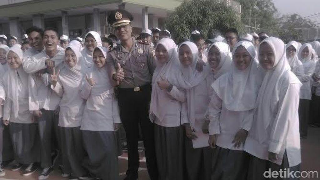 Pimpin Upacara Kesaktian Pancasila di SMU, Kapolsek Cakung: Jangan Tawuran!