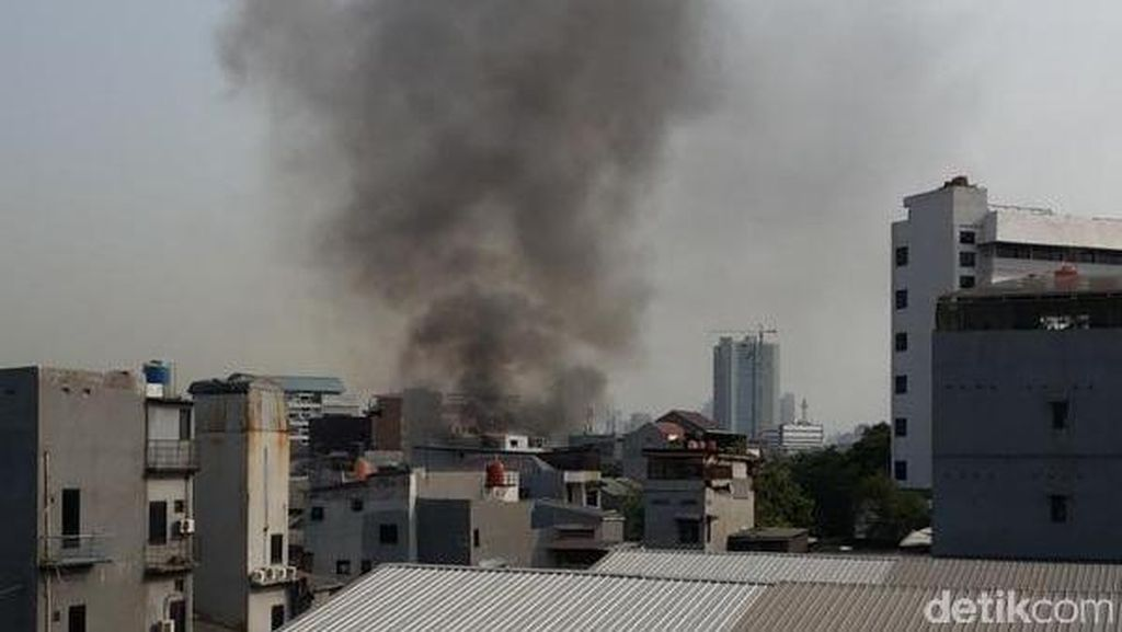 Kebakaran di Kawasan Tomang, Jalanan Macet Total