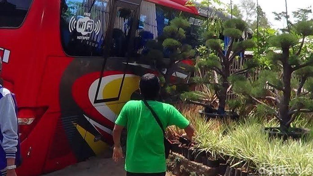 Bus Rombongan Haji Vs Truk Tangki, Belasan Penumpang Luka