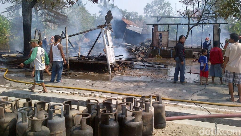 Pabrik Genteng Kaca Terbakar, Warga Kampung di Semarang Panik
