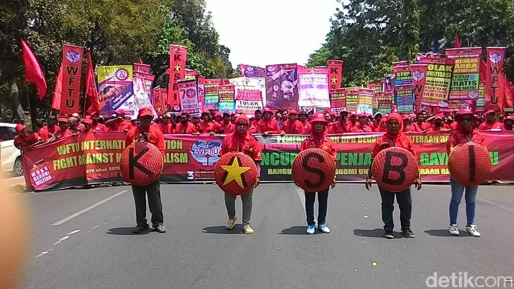 Tutup Medan Merdeka Utara, Massa Buruh Demo Minta Penghapusan Outsourcing