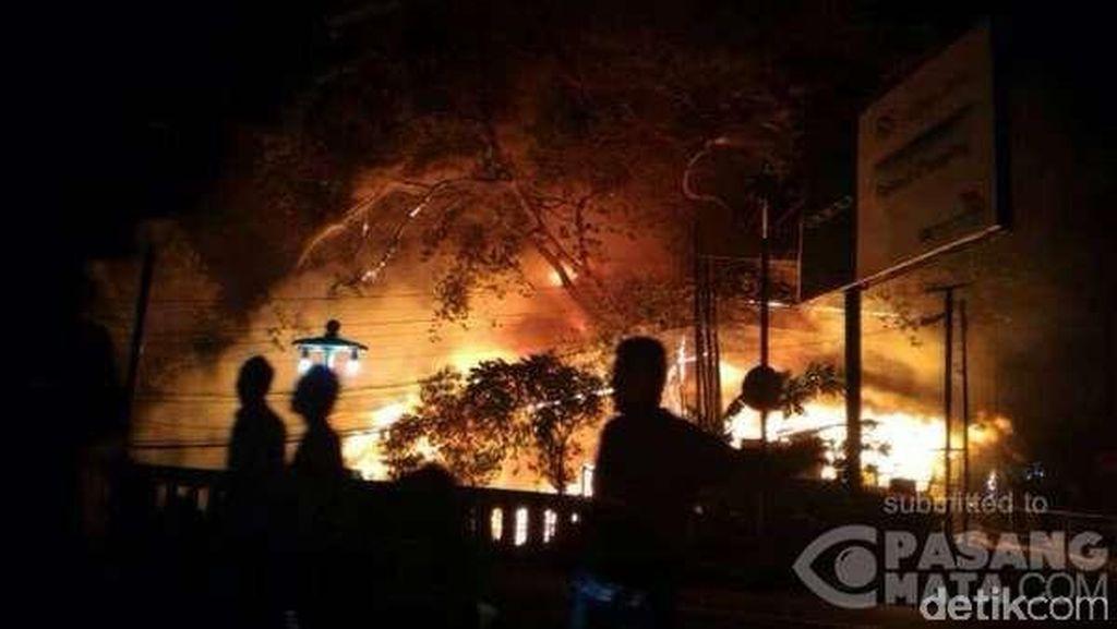 Sudah Padam, Api Hanguskan 7 Kios dan 10 Rumah di Jl Tamansari Bandung