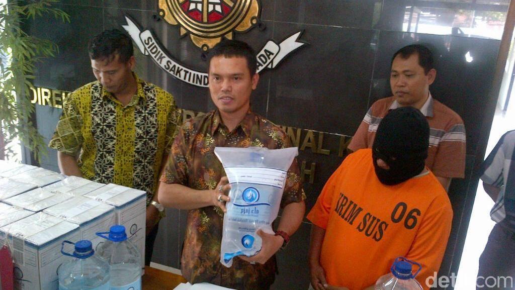 Ini Dia Kemasan Baru Zam-zam Palsu yang Diproduksi di Semarang